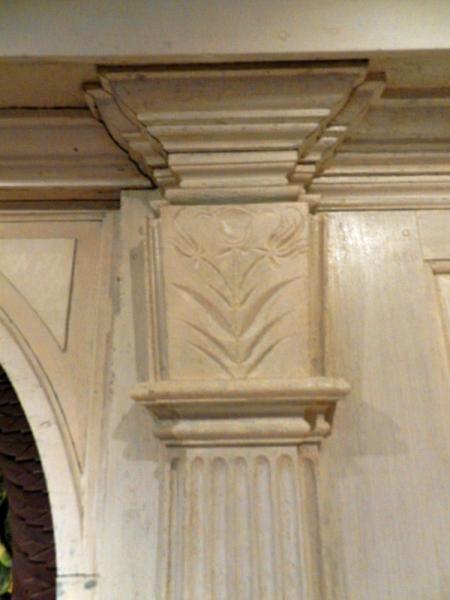 Gilead Room crown molding pillar detail